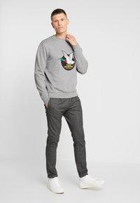 TOM TAILOR DENIM - JOGGER - Trousers - grey - 1