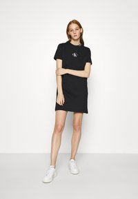 Calvin Klein Jeans - CENTER MONOGRAM DRESS - Sukienka z dżerseju - black - 1