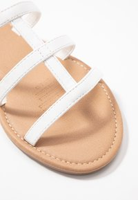 Rubi Shoes by Cotton On - EVERYDAY CAGED SLIDE - Sandalias planas - white - 2