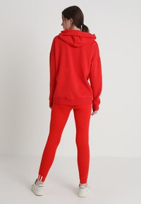 adidas Originals - COEEZE TIGHT - Legíny - active red - 2