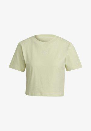 TENNIS LUXE CROPPED ORIGINALS CROP - Apdrukāts T-krekls - haze yellow