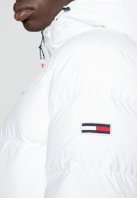Tommy Jeans - ESSENTIAL JACKET - Dunjacka - white - 4