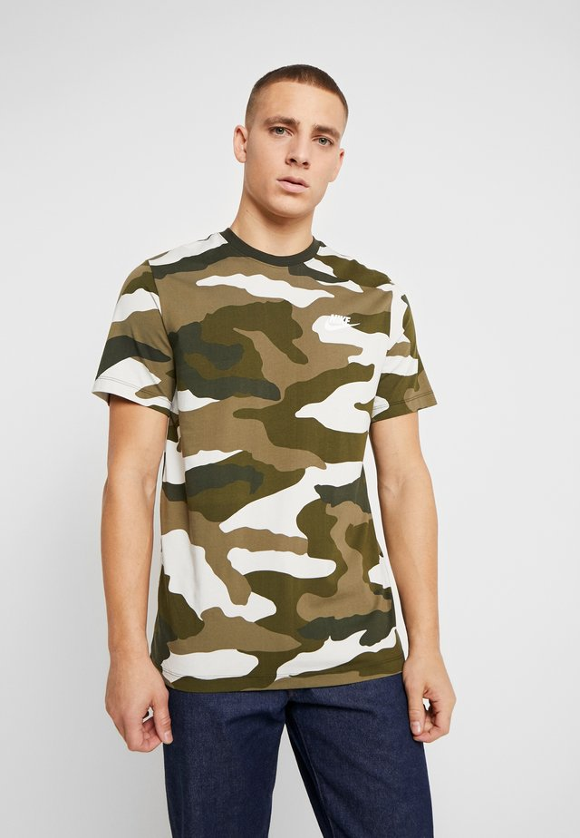 T-shirts med print - light bone/medium olive/legion green