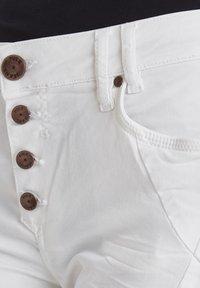 PULZ - PZROSITA - Jeans Skinny Fit - bright white - 4
