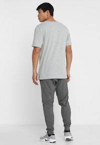 Nike Performance - DRY TEE CREW SOLID - Basic T-shirt - dk grey heather - 2