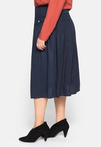 Sheego - Pleated skirt - nachtblau - 4
