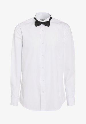 SLIM FIT WITH BOW TIE, CUMMERBUND AND CUFFLINKS - Koszula - white