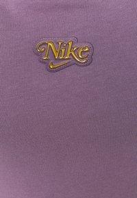 Nike Sportswear - FEMME - Vestido ligero - amethyst smoke/metallic gold - 6