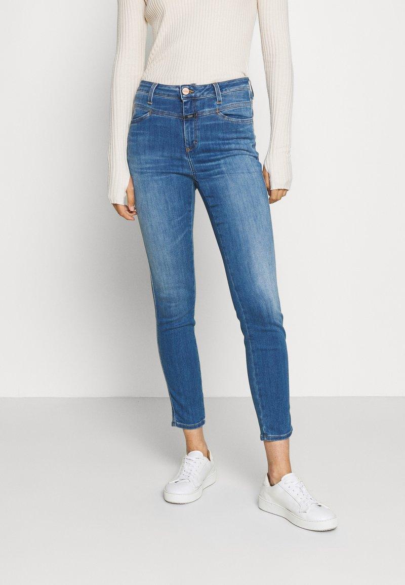 CLOSED - SKINNY PUSHER - Skinny džíny - mid blue