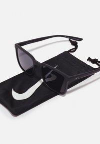 Nike Sportswear - CIRCUIT UNISEX - Sunglasses - matte black/dark grey - 2