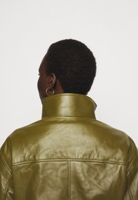 Proenza Schouler White Label - LIGHTWEIGHT DRAWSTRING WAIST JACKET - Leather jacket - military - 4