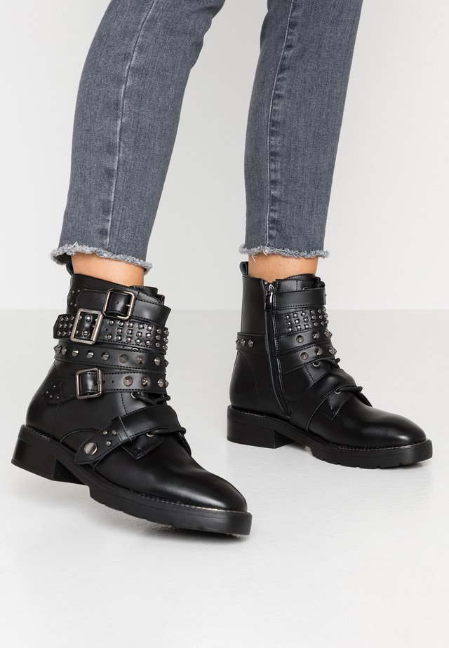 EBYSU - Cowboy/biker ankle boot - black
