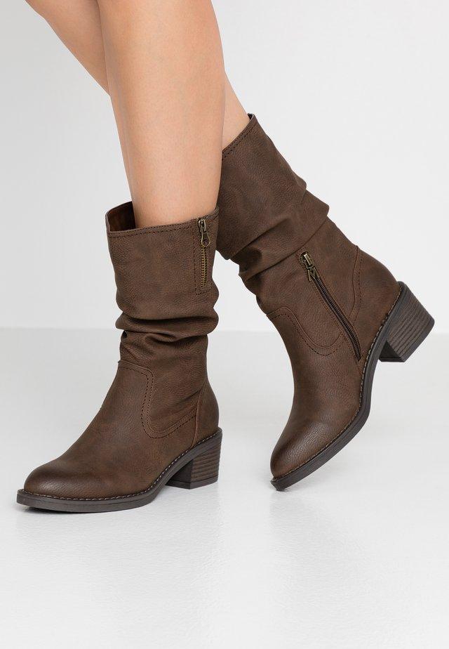 SIRA - Vysoká obuv - tango chesnut