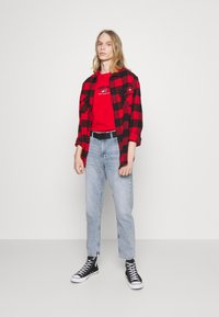Tommy Jeans - DAD JEAN REGULAR TAPERED - Jeans straight leg - denim - 1