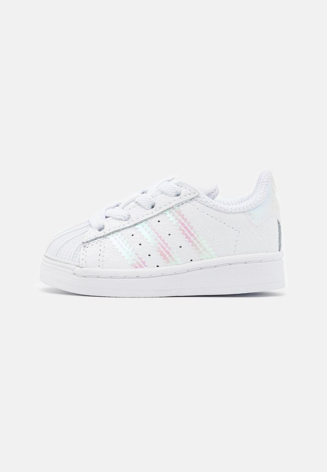 SUPERSTAR SPORTS INSPIRED SHOES UNISEX - Sneakers basse - footwear white/core black