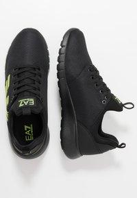EA7 Emporio Armani - SIMPLE RACER  - Sneakers - black/neon - 1