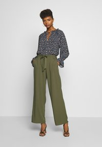 ONLY - ONLNOVA LIFE PALAZZO PANT SOLID - Trousers - grape leaf - 0