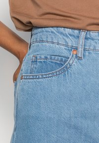 Marc O'Polo - TROUSER WIDE FIT CULOTTE LENGTH HIGH WAIST - Flared Jeans - light linen wash - 4