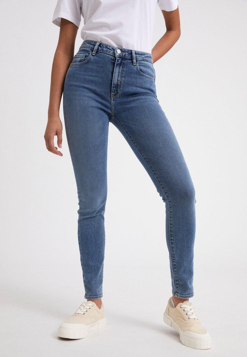 ARMEDANGELS - TILLAA CIRCULAR - Jeans Skinny Fit - light blue