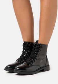 New Look Wide Fit - WIDE FIT DIGGER LACE UP - Šněrovací kotníkové boty - black - 0