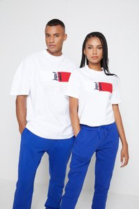 Tommy Hilfiger - LEWIS HAMILTON UNISEX CLASSIC LOGO TEE - Print T-shirt - white - 0