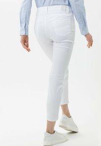 BRAX - STYLE SHAKIRA S - Slim fit jeans - white - 2