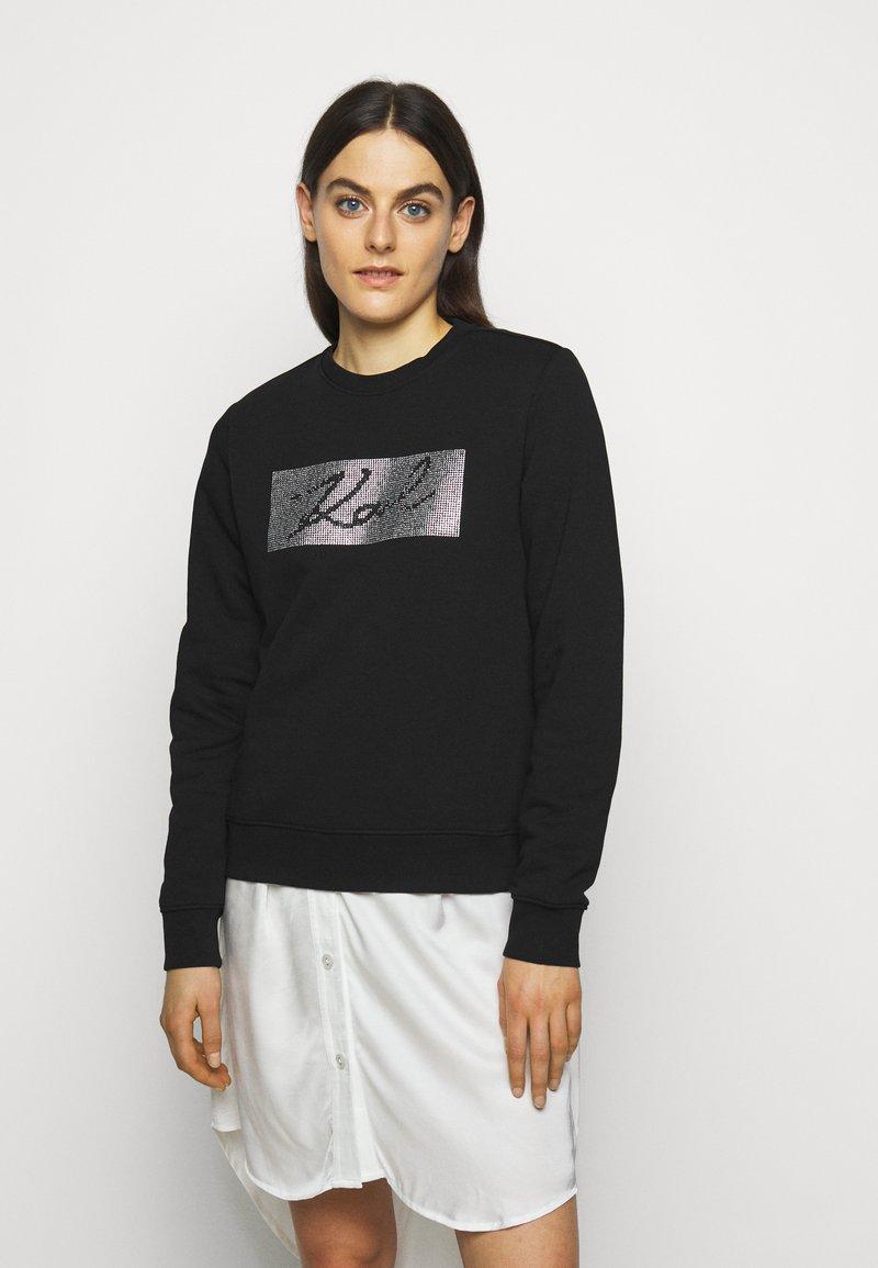 KARL LAGERFELD - RHINESTONE SIGNATURE - Sweatshirt - black