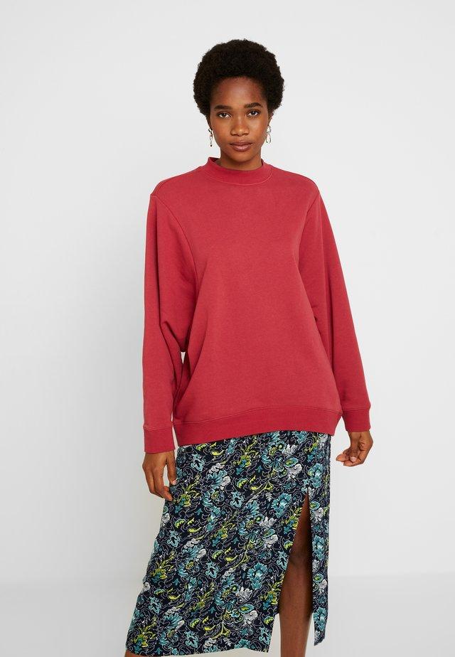 OVERSIZED DRAPEY CREW - Sweatshirt - garnet