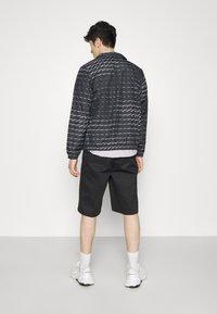 adidas Originals - MONO  - Veste de survêtement - black/white - 3