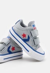 Converse - STAR PLAYER UNISEX - Sneakers laag - wolf grey/blue/enamel red - 5