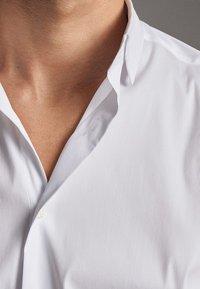 Massimo Dutti - MIT OTTOMANSTRUKTUR - Formal shirt - white - 3