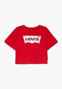 Levi's® - LIGHT BRIGHT CROPPED - Print T-shirt - super red - 0