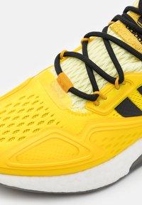 adidas Originals - NINJA ZX 2K BOOST SHOES UNISEX - Sneakers basse - yellow/legend gold/tech copper - 5
