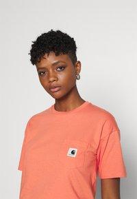 Carhartt WIP - POCKET - Print T-shirt - shrimp - 3