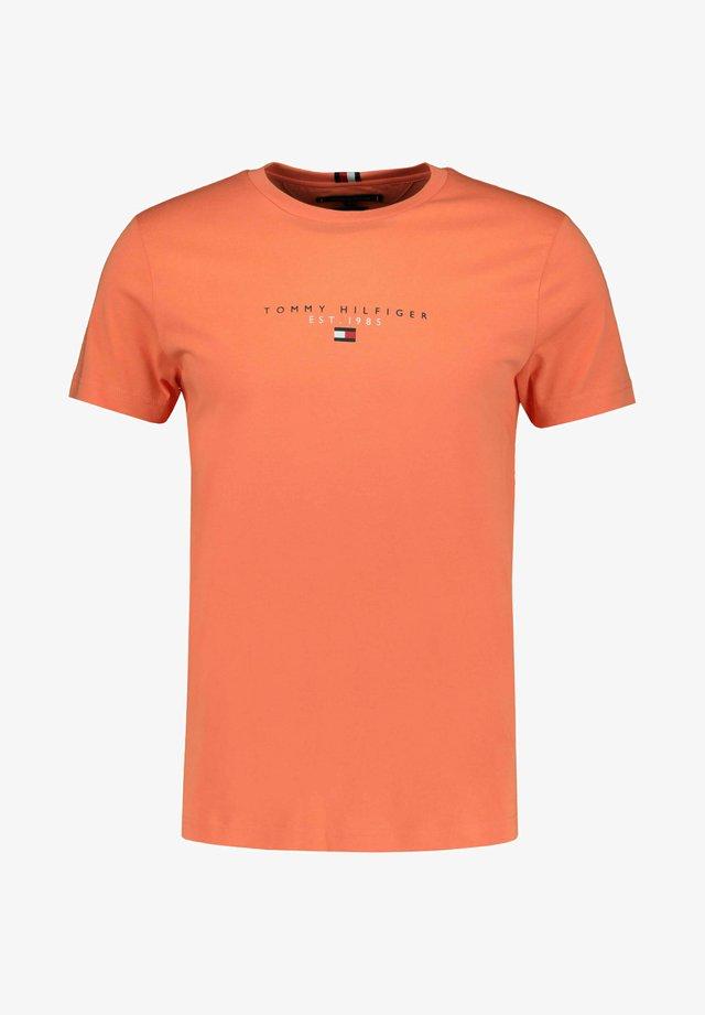 ESSENTIAL - T-shirt med print - orange