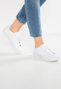 Vagabond - ZOE - Baskets basses - white - 0