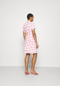 Fabienne Chapot - BOYFRIEND CARA DRESS - Shirt dress - white/pink - 2