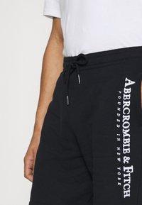 Abercrombie & Fitch - TECH LOGO - Shorts - black - 3