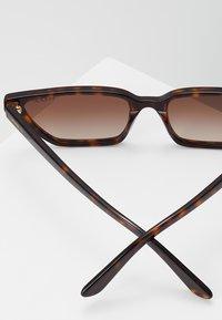 VOGUE Eyewear - GIGI HADID - Aurinkolasit - dark havana - 2