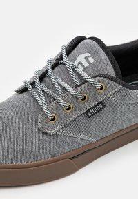 Etnies - JAMESON PRESERVE - Skateschoenen - grey/black - 5
