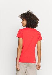 La Sportiva - ALAKAY  - T-shirt con stampa - hibiscus - 2