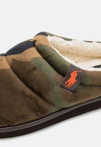 Polo Ralph Lauren - SUTTON SCUFF - Slippers - olive/orange - 5