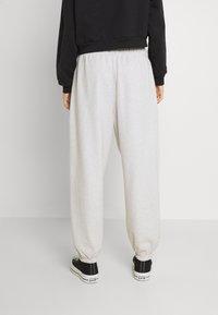 Levi's® - SWEATPANTS - Pantalones deportivos - orbit heather gray - 2
