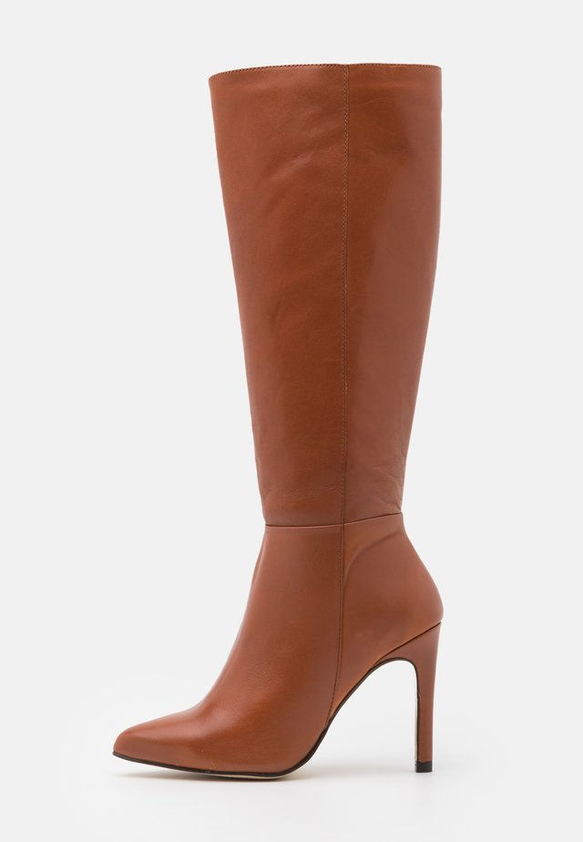 High heeled boots - brown