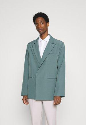 AFTERMATH ASYMMETRIC SUIT JACKET - Suit jacket - light blue