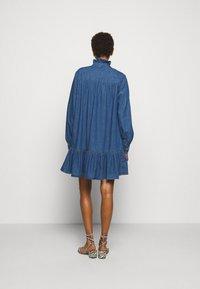 Claudie Pierlot - RAINEBIS - Denimové šaty - jean - 2