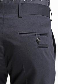 Tiger of Sweden - HERRIS - Pantalon de costume - dark blue - 5