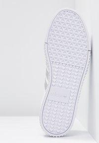 adidas Originals - SAMBAROSE - Baskets basses - footwear white/silver metallic/core black - 6