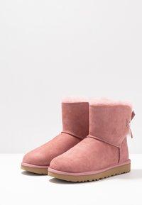 UGG - MINI BAILEY BOW - Bottines - pink - 4