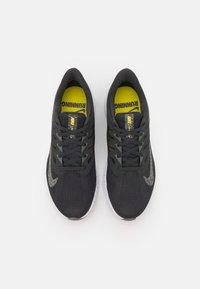 Nike Performance - QUEST 3 PRM - Neutral running shoes - dark smoke grey/wolf grey/high voltage/iron grey/light brown/white - 3